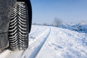 Pneu neige sur route enneigée